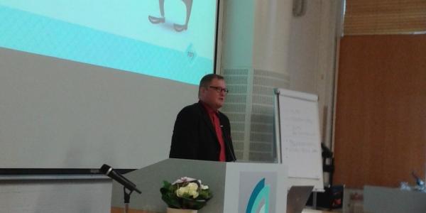 Seurantapäällikkö Janne Jalava RAY:stä saapui tilaisuuteen yllätysvieraana.